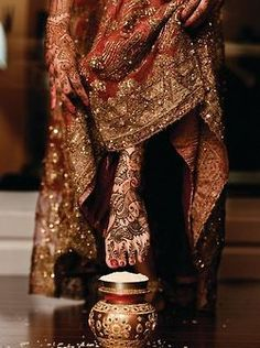 Note the Henna work [mehndi] on the feet and hands of the indian bride. She is entering her new house for the first time after the wedding. and has to topple the rice at the entrance before she goes in. Big Fat Indian Wedding, Indian Bridal, Indian Weddings, Bridal Henna, Bollywood, Indian Dresses, Indian Outfits, Before Wedding, Leighton Meester