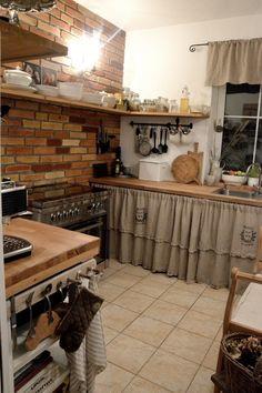 Colonial Kitchen, Farmhouse Style Kitchen, Kitchen Redo, Country Kitchen, Kitchen Design, Wood Home Decor, Cute Home Decor, Unfitted Kitchen, Primitive Kitchen Decor