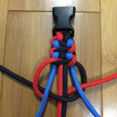 how to make a CopperHead Paracord Bracelet - Maggie S. Paracord Belt, Paracord Dog Leash, Paracord Braids, Paracord Keychain, Paracord Bracelets, How To Braid Paracord, Paracord Tutorial, Bracelet Tutorial, Diy Bracelets Easy
