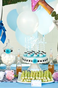 Alice in Wonderland: Alice's Dress Cakepops