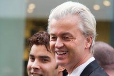 """Het Openbaar Ministerie eist 5.000 euro van Geert Wilders, vanwege zijn omstreden 'Minder minder minder'-uitspraak. HetOM had mogelijk minder geëist bij minder minder. Wilders wordt vervolgd voor een vraag die hij in 2014 aan zijn achterban stelde. """"Willen jullie in deze stad en in Nederland meer of minder Marokkanen?"""", vroeg de PVV-leider. Het publiek riep vervolgens welgeteld 17 keer het [...]"""
