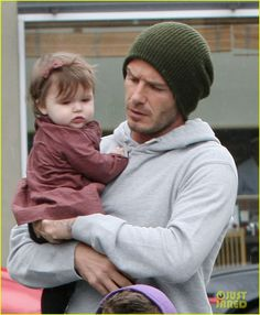seriously, guys get 100 times hotter when they are with babies. <3 <3 <3