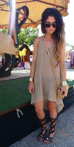 Gladiator (dress: Beatrice San Francisco Ibiza, sandals: Las Dalias, bag: Marc Jacobs, sunglasses: Dior, bracelets: Mango)