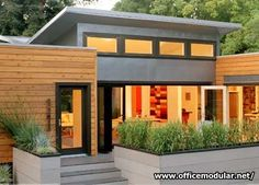 "Contemporary Modular Home Designs, Putting the ""Fab"" in Prefab . Modular Home Designs, Modern Modular Homes, Small Modern Home, Contemporary Homes, Small Prefab Cabins, Prefabricated Houses, Design Exterior, Modern Exterior, Exterior Colors"