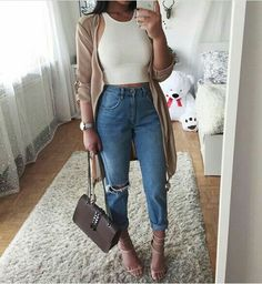 WEBSTA @ thanyaw - I'm so obsessed with Mom jeans recently Wrangler Drew Cropped Jeans from 90s Fashion, Fashion Looks, Fashion Outfits, Sweet Fashion, Jeans Fashion, Cropped Jeans, Mode Bcbg, Teenager Outfits, Mode Style