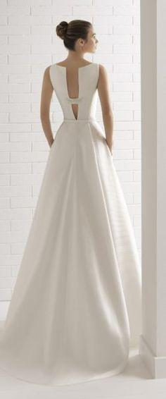 gefunden bei Happy Brautmoden Brautkleid elegant, elegantes Brautkleid, Aire Barcelona, Spitze, Spitzenkleid, edel, elegant, fließend, Rückenausschnitt, Hochzeitskleid