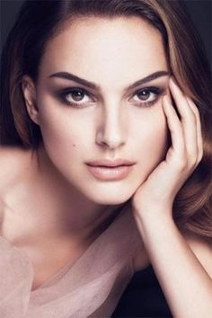 I chose this specific photo of Natalie Portman because it shows her simple beauty. Not only that, but I feel her makeup and the way she carries herself shows innocence, which is something Ophelia is supposed to have. However, we know Natalie Portman only Beautiful Eyes, Beautiful People, Beautiful Women, Beautiful Curves, Beautiful Celebrities, Beautiful Actresses, Young Actresses, Hollywood Actresses, Actrices Hollywood