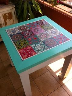 Diy Furniture Projects, Handmade Furniture, Furniture Makeover, Home Furniture, Diy Projects, Painted Chairs, Hand Painted Furniture, Tile Tables, Mosaic Diy