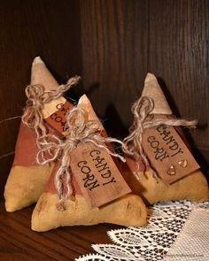 Primitive Candy Corn Fall Decor - The World Primitive Fall Decorating, Primitive Fall Crafts, Autumn Crafts, Primitive Christmas, Primitive Decor, Primitive Patterns, Country Christmas, Primitive Snowmen, Country Crafts