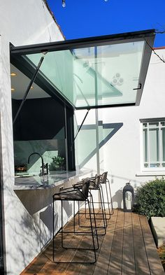 Kitchen Window Bar, Cafe Window, Window Bars, Indoor Outdoor Kitchen, Outdoor Kitchen Design, Outdoor Living, Küchen Design, House Design, Pass Through Window