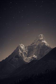 Ama Dablam (6,856 m) in the fullmoon light