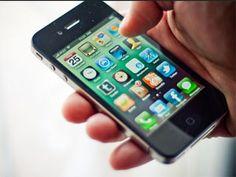 Još jedan istorijski trenutak beleži industrija mobilnih telefona: prvi put, prodaja pametnih telefona (smartphone) premašila je prodaju 'običnih' mobilnih telefona, tokom 'sezonski slabijeg' perioda godine.