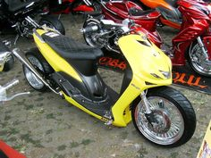 Scooter Custom, Scooter Motorcycle, Motor Scooters, Gas And Electric, 50cc, Bike Life, Honda Civic, Car Accessories, Yamaha