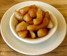 Adapt for low carb-Baked Cinnamon Apples Gala or Honeycrisp apples, washed cored & sliced cup honey 1 teaspoon cinnamon teaspoon freshly grated nutme… Microwave Baked Apples, Baked Cinnamon Apples, Cooked Apples, Easy Gluten Free Desserts, Delicious Desserts, Yummy Food, Dessert Recipes, Healthier Desserts, Easy Desserts