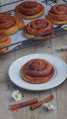 kváskové škoricové osie hniezda - My site Sweet Recipes, Smoothie, French Toast, Good Food, Food And Drink, Bread, Baking, Breakfast, Hampers