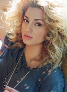 My all time favorite artist TORI KELLY!! Looking like a cute little lioness with that gorgeous hair, I just love her