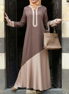 In dual color abaya you can add your favorite color. Fit and flare form abaya are in great style tha Islamic Fashion, Muslim Fashion, Modest Fashion, Fashion Dresses, Muslim Dress, Hijab Dress, Hijab Outfit, Fashion Mode, Abaya Fashion