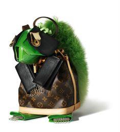 Louis Vuitton visual merchandisng - animal sculptures from bags