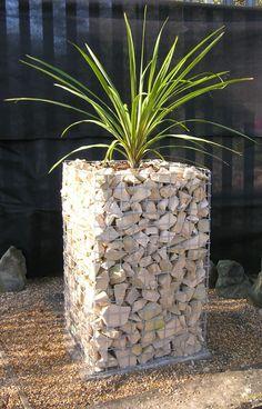 jardinera con rocas