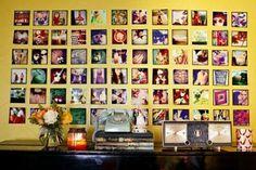 schöne Ausstellung mit Familienfotos ganze wand gelb