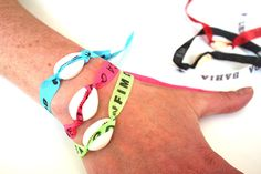 Bracelet coquillage et tissus brésilien porte bonheur boho de la boutique JeanneSummer sur Etsy