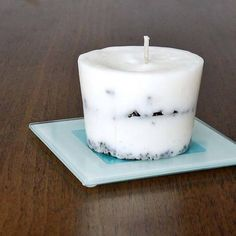 15.) Whip up a homemade coffee candle.