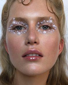 creative makeup – Hair and beauty tips, tricks and tutorials Glam Makeup, Makeup Inspo, Makeup Art, Makeup Inspiration, Eye Makeup, Hair Makeup, White Makeup, Make Up Looks, Art Visage