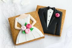 For your Greek wedding, you don't need to spend a lot of money to give your guests a great reception. Here are some ideas for inexpensive wedding favors. Galletas Cookies, Iced Cookies, Cute Cookies, Royal Icing Cookies, Sugar Cookies, Engagement Cookies, Cookie Wedding Favors, Inexpensive Wedding Favors, Wedding Invitation Kits