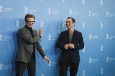 """Dienstag, 16.02., 15.26 Uhr – Mitte, Grand Hyatt Hotel: Colin Firth und Jude Law albern bei dem Fototermin für ihren """"Genius"""" rum. © Catana Odeta"""