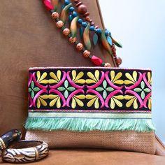 12 Handmade Bags You'll Fall in Love With Vintage Embroidery, Hand Embroidery, Boho Clutch, Pochette Diy, Bag Sewing, Diy Accessoires, Diy Handbag, Boho Bags, Boho Diy