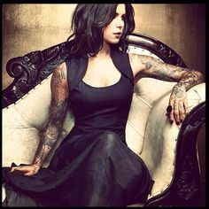 I can so see Melissa looking like Kat Von D if she hadn't married Eli... Maybe even then.