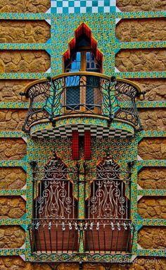 La #CasaVicens es la primera obra importante de #Gaudi en #Barcelona…