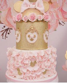 """2,834 Likes, 16 Comments - @cassianedorigon (@ideiasdebolosefestas) on Instagram: """"Que lindo. Eu nunca enjoo dos bolos da Minnie. Rosa com dourado arrasam. Via @mjkreations. Por…"""""""