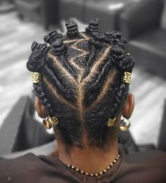 Bantu Knots styles are aminly used by the black women and girls alomg with the white women and girls. Its worn on short natural curl or straight hair. Bantu Knot Hairstyles, Natural Hairstyles, Straight Hairstyles, Short Natural Curls, Natural Hair Braids, Bantu Knot Styles, Bantu Knots, African American Women Hairstyles, African Hairstyles