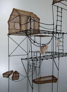 du Fil de Fer use metal small tables/stands. join/weld ttogether to make a sculpture. Art Fil, Bokashi, Wire Crafts, Land Art, Wire Art, Little Houses, Sculpture Art, Wire Sculptures, Installation Art