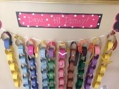 My version of a paper chain countdown- princess style. Would be cool for 100 days of school countdown! Disney Diy, Disney Crafts, Cute Disney, Disney Magic, Disney Countdown, Vacation Countdown, School Countdown, Disney World Vacation, Disney Vacations