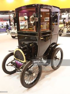 A Renault Type B from 1899 is seen on display at Retromobile - an exhibition of vintage motor vehicles - at Paris Expo in Porte de Versailles in Paris on February / Retro Cars, Vintage Cars, Antique Cars, Automobile, Car Racer, Pedal Cars, Small Cars, Car Manufacturers, Hot Cars