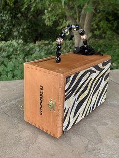Got Wine? Cigar Box Purse / Wine Themed Handbag / Zebra Print Handbag / gift for women / Wine Lover Gift Cigar Box Purse, Cigar Boxes, Cigar Box Crafts, Wine Purse, Wooden Purse, Woman Wine, Gifts For Wine Lovers, Wine Drinks, Zebra Print