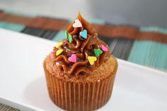 Aprenda a preparar a receita de Cupcake com passo a passo de como rechear