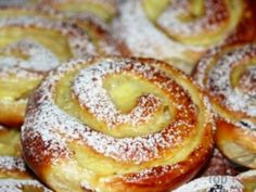 Brötchen, perfekt wie vom Bäcker – Einfache Kochrezepte Easy Baking Recipes, Easy Cake Recipes, Dessert Recipes, Cooking Recipes, Czech Desserts, Gula, Healthy Low Carb Recipes, Streusel Topping, Pudding Desserts