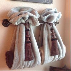 DIY Decorative Bath Towel Storage Inspiration : using two drapery tassels, secur. DIY Decorative Bath Towel Storage Inspiration : using two drapery tassels, secure two towels over towel rack and add towels inside. very clever bathroom decor! Hang Towels In Bathroom, Small Bathroom, Bathroom Ideas, Bathroom Staging, Bathroom Towel Display, Guest Bathrooms, Hanging Bath Towels, Design Bathroom, Brown Bathroom Decor