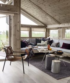 5 Modern Eco-Friendly Prefab Homes You Can Order Right Now – My Life Spot Cabin Homes, Log Homes, Ideas Cabaña, Small Cottage Homes, Cottage Interiors, Small Spaces, Living Spaces, House Ideas, Room Decor