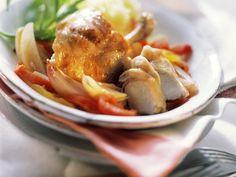 Kaninchen und Paprika-Zwiebel-Gemüse mit Wermutsoße | Zeit: 20 Min. | http://eatsmarter.de/rezepte/kaninchen-und-paprika-zwiebel-gemuese-mit-wermutsosse