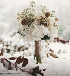 bouquet de mariage avec des fleurs d'hiver
