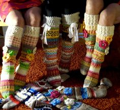 Ankortit Crochet Leg Warmers, Crochet Socks, Knitting Socks, Crochet Clothes, Knit Crochet, Creative Knitting, Knitted Flowers, Mitten Gloves, Knitting Patterns