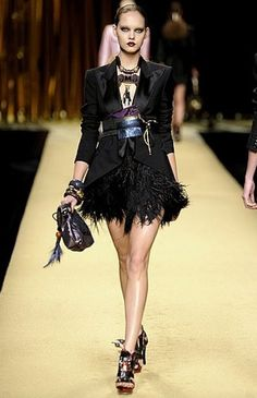 We love this outfit on the #LouisVuitton runway that's definitely rocking a Black Swan vibe.