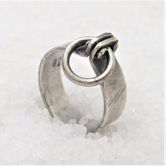 Day collar, discreet bdsm ring, o-ring. Weird Jewelry, Cute Jewelry, Jewelry Art, Unique Jewelry, Day Collar, Italian Jewelry, Dream Ring, O Ring, Anklet