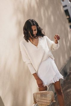 Minimalistic Outfits For Spring Very white minimalist outfit for the summer All White Outfit, White Outfits, Casual Outfits, Fashion Outfits, Fashion Tips, Fashion Trends, Style Fashion, Woman Outfits, Fashion Bloggers