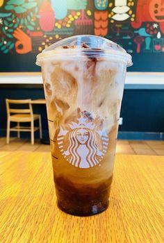 Starbucks Secret Menu Items, How To Order Starbucks, Girl Scout Cookies Flavors, Cookie Flavors, Coffee Barista, Starbucks Iced Coffee, Starbucks Recipes, Coffee Recipes, Sleepover Snacks
