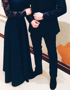 Cute Couples Photography, Muslim Couple Photography, Teenage Girl Photography, Modest Fashion Hijab, Muslim Fashion, Fashion Dresses, Classy Couple, Cute Love Couple, Stylish Girls Photos